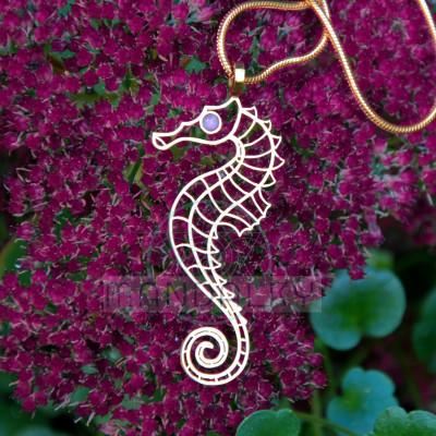 Přívěsek Mořský koník s etiopským opálem - TiN